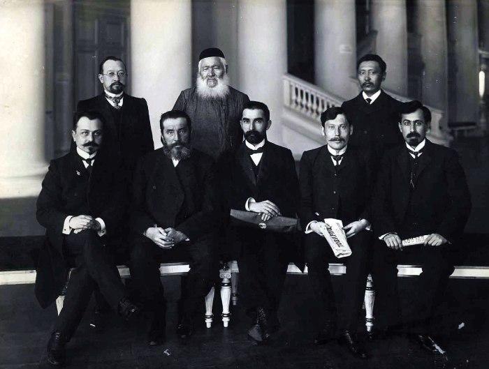 Группа депутатов II Думы мусульманской фракции. 1907 год.