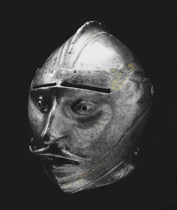 Гротескный рыцарский шлем с забралами в виде мужского лица.